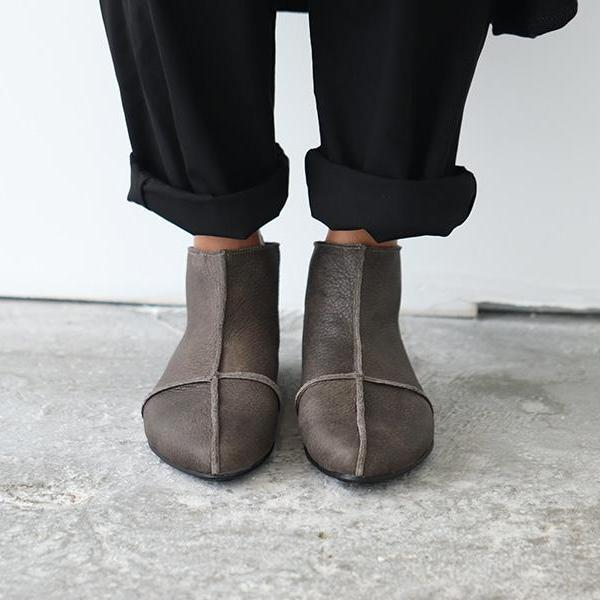 Grayish brown leather cross boots. 4601