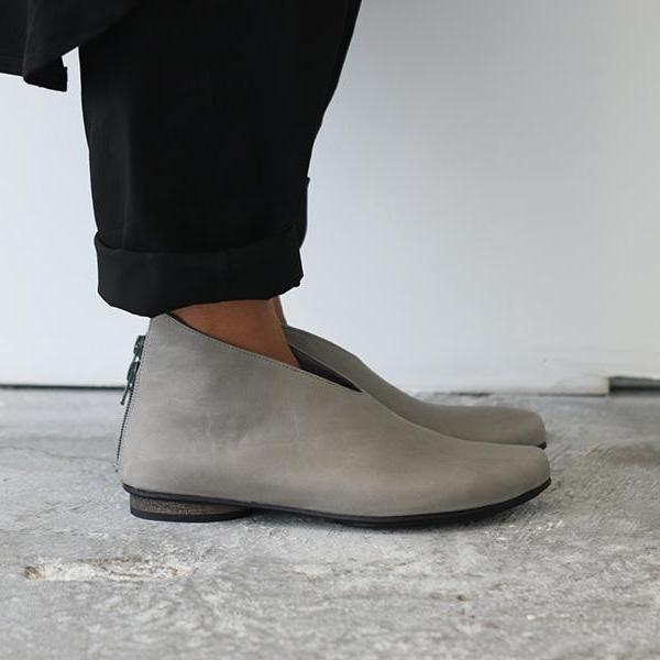 Gray pointy shoes. 479