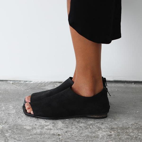 Flat squer toe shoes in Black. 4821