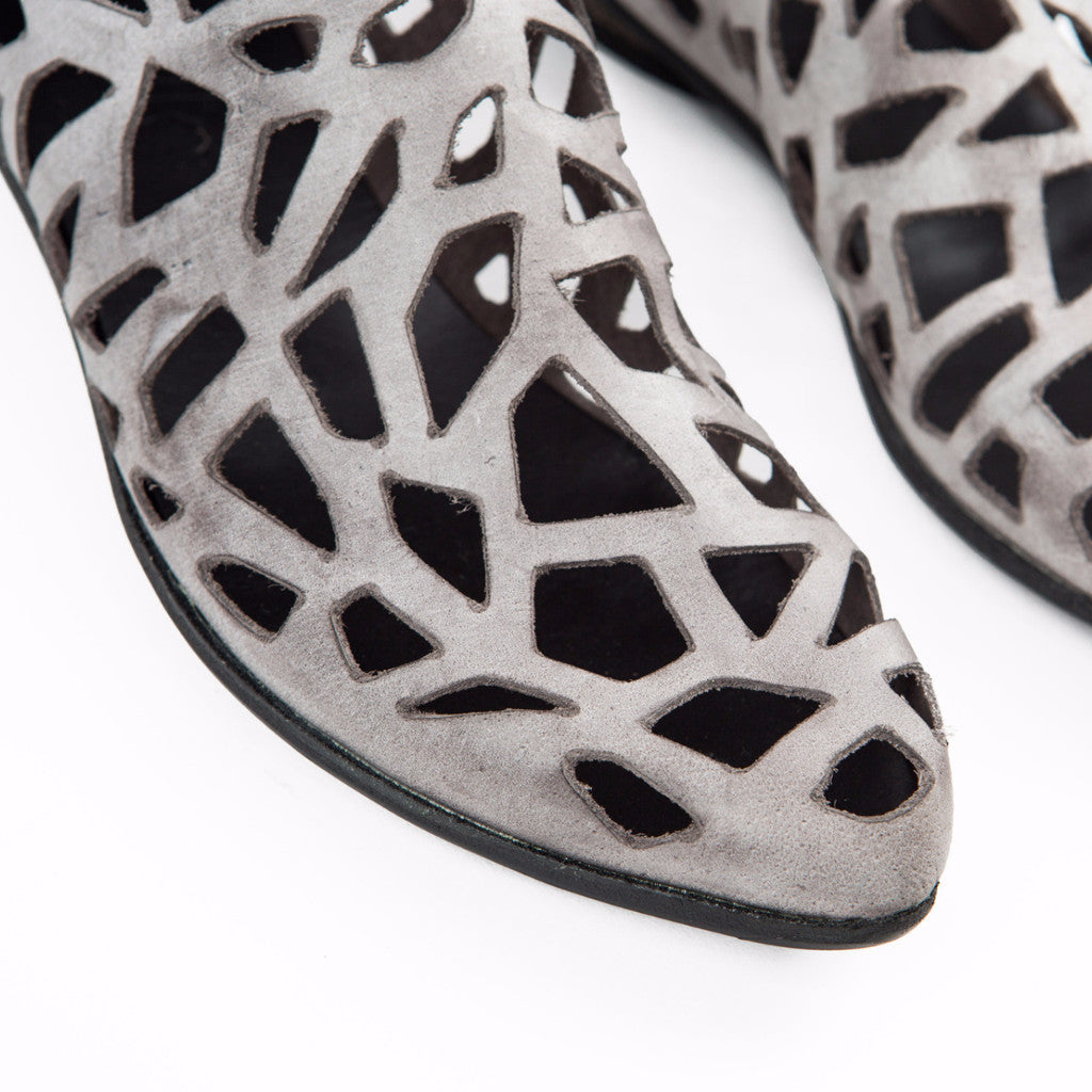 Closed cut out sandals in Gray. 452