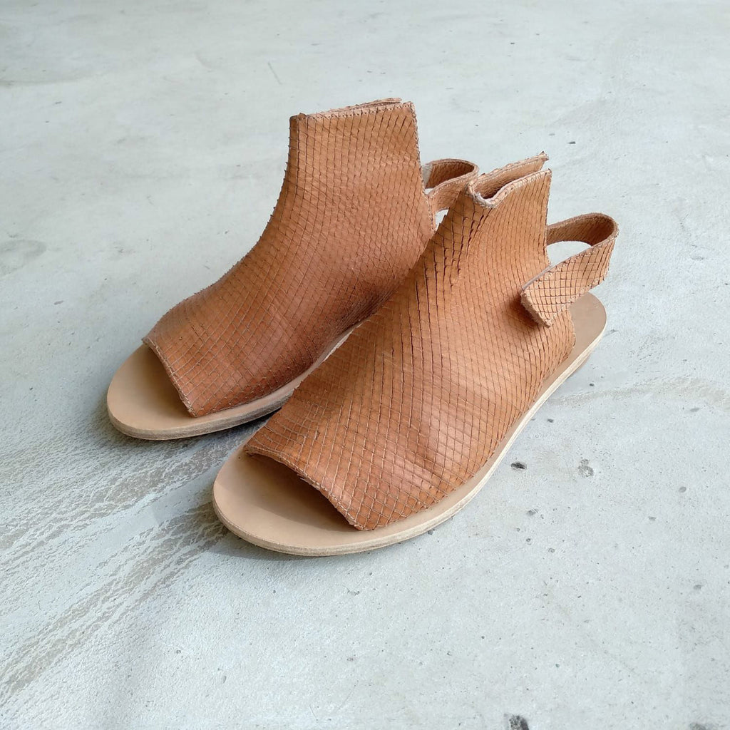 Opened toe sandals, Camel. 988