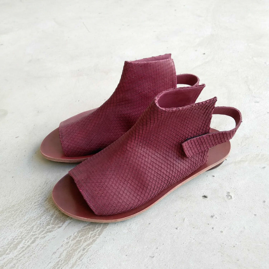 Opened toe sandals, Fucsia. 988