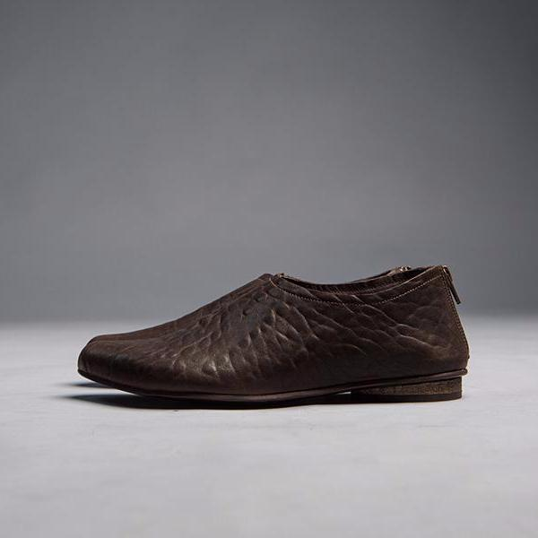 Brown pointy classic  shoes. 462