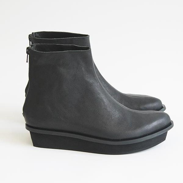 Black mid high Pointy platform boots. 4634