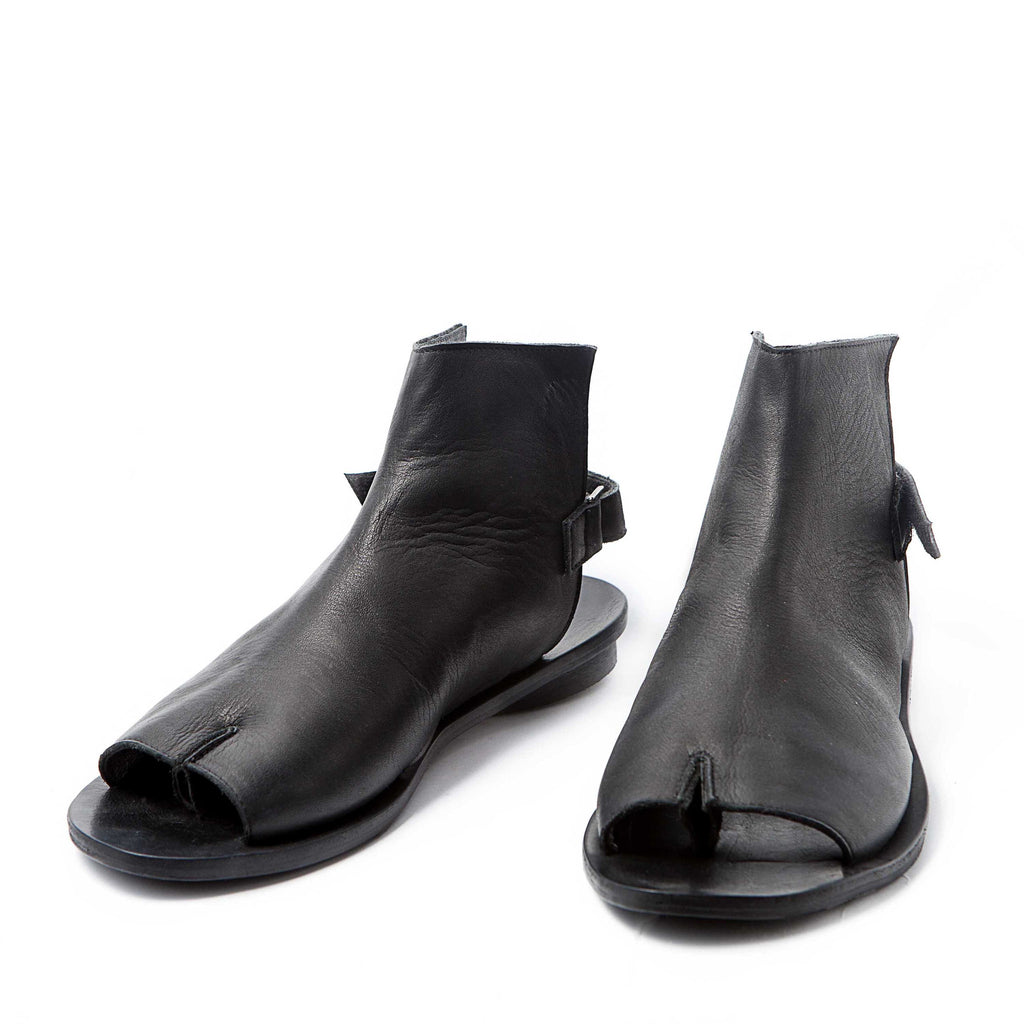 Tabi opened toe sandals, Black. 98