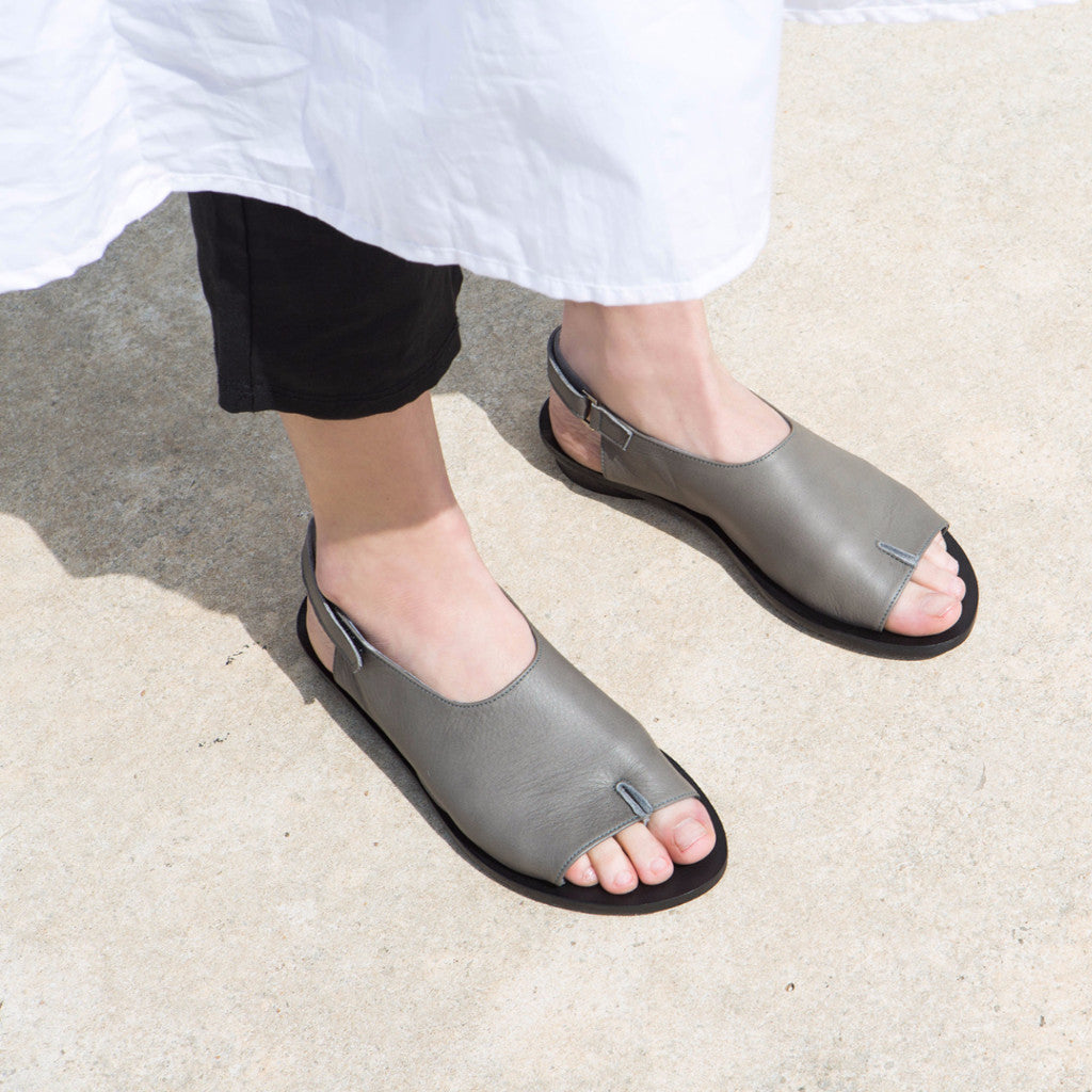 Half tabi opened toe sandals, Gray. 981