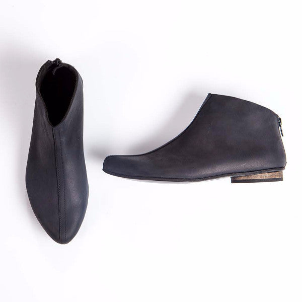Black leather ankle boots. 4600