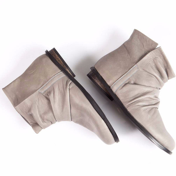 Slouch leather boots, Gray. 950