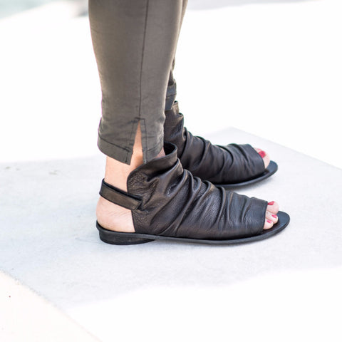 Pleated boot sandals for women, in Black