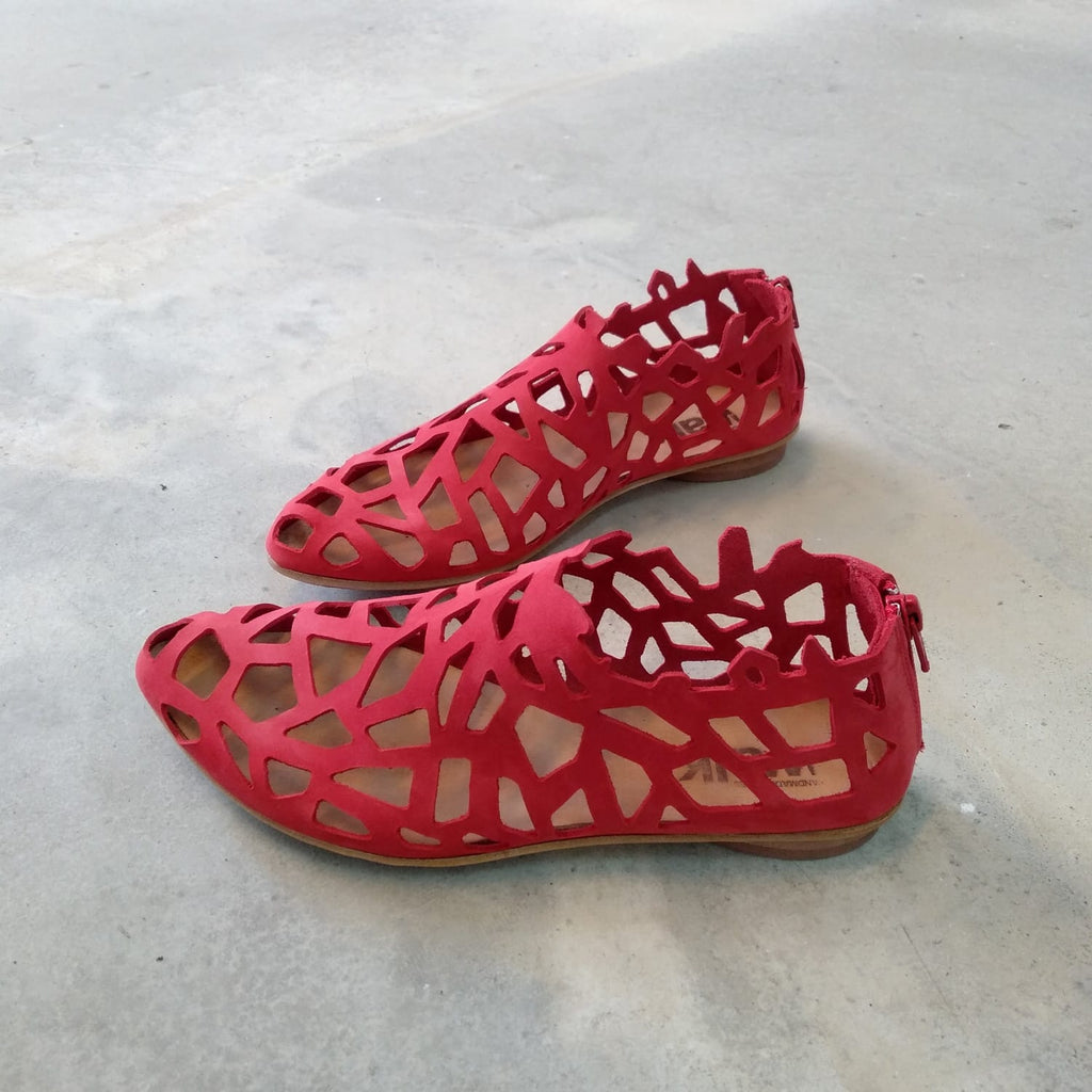 Closed cut out sandals in RED. 452