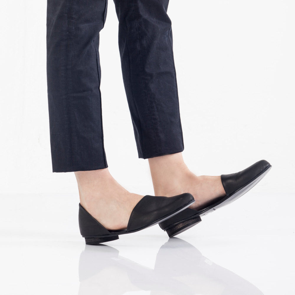 Open flat shoes, Snake pattern Black