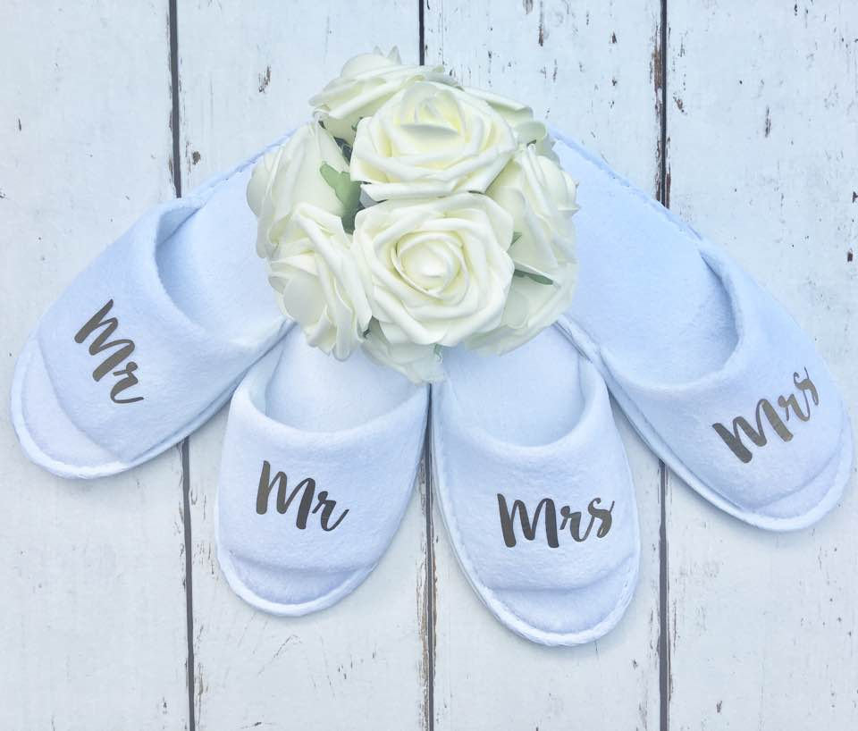 Mr and Mrs • Bridal slippers • Honeymoon • Bridal Party • Newlyweds • Wedding Slippers • Personalised Spa Slippers • Spa Slippers • Gift • Personalised Bridal Party Slippers