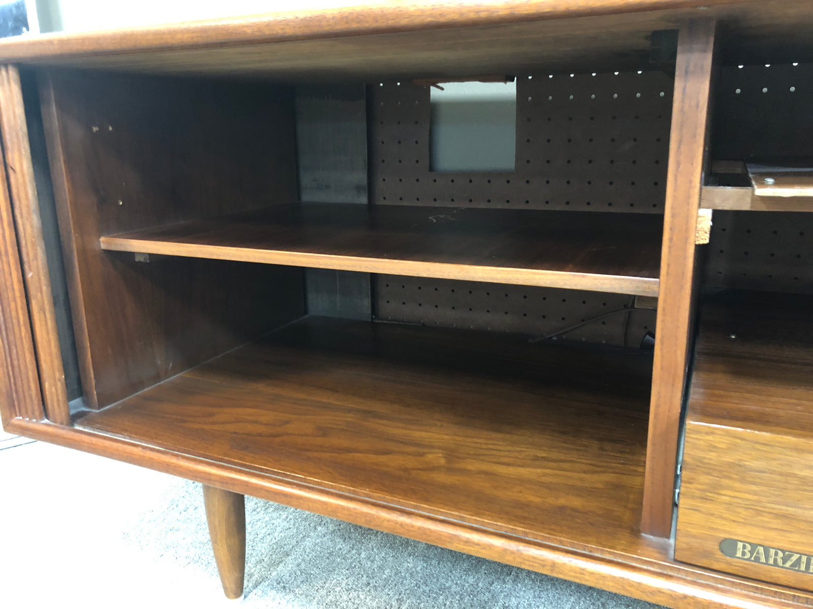Barzilay Console Unit