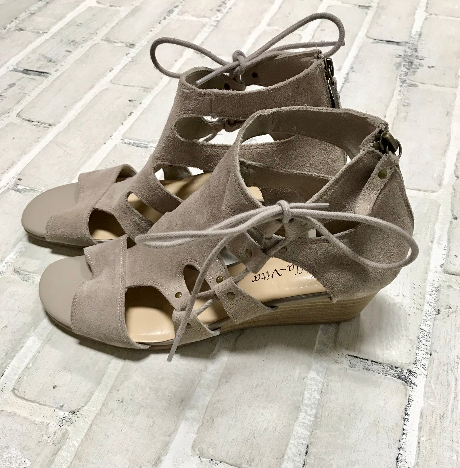 Bella Vita Shoes (8.5W)