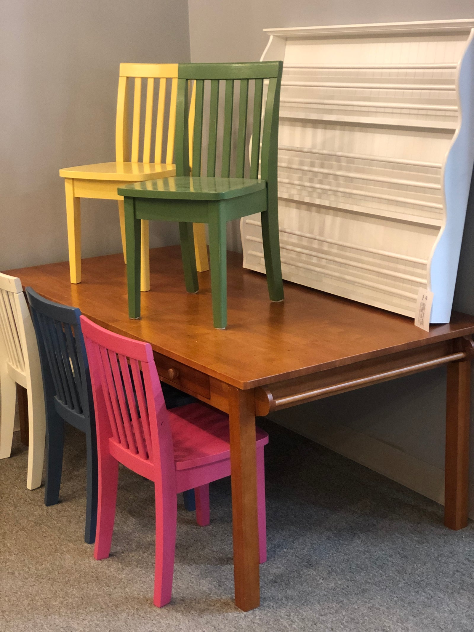 Children Craft Table and 5 Chairs