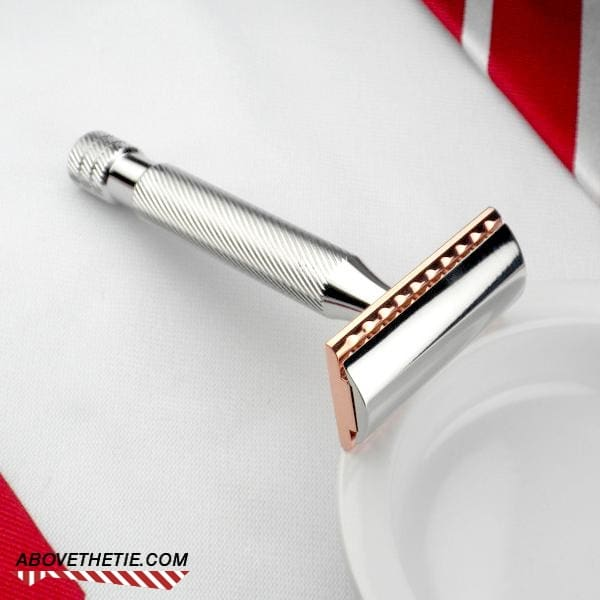 Janvier 2019  Windsor-mm-stainless-steel-copper-safety-razor-with-base-plate-h1-above-the-tie_891_1024x1024