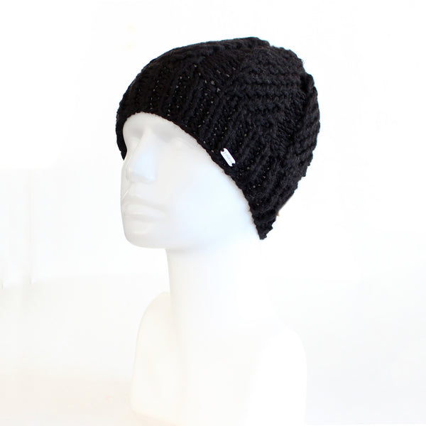 Black Beanie-Style Fitted Knit Toque