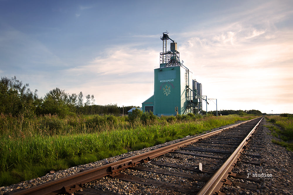 Image of the wooden grain elevator in Woodgrove, Alberta. Youungest of the remaining elevators it was built in 1988.