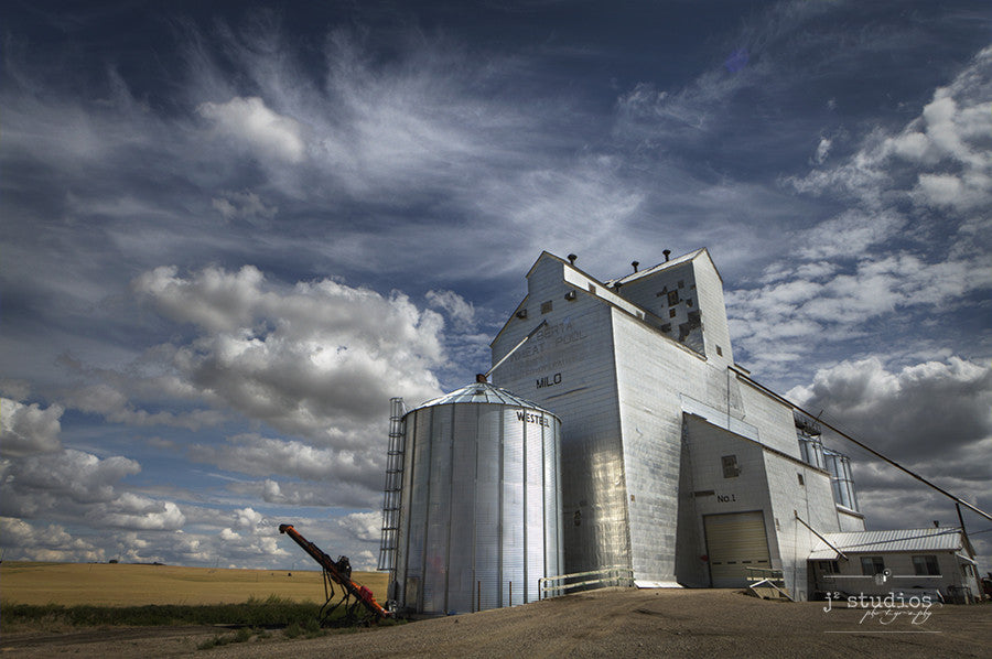 Grainery in Milo is an image of a grain elevator in Southern Alberta. Prairie Photography.