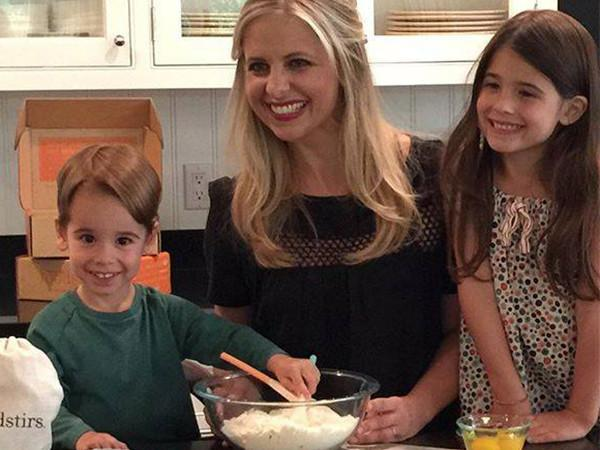 "Sarah Michelle Gellar's Culinary Lifestyle Website Will ""Connect"" Family & Food"