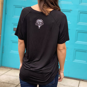 FEARLESS | women flowy vneck | black