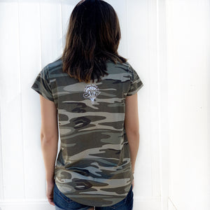 DREAM BIG | women flowy scoop tee | camo
