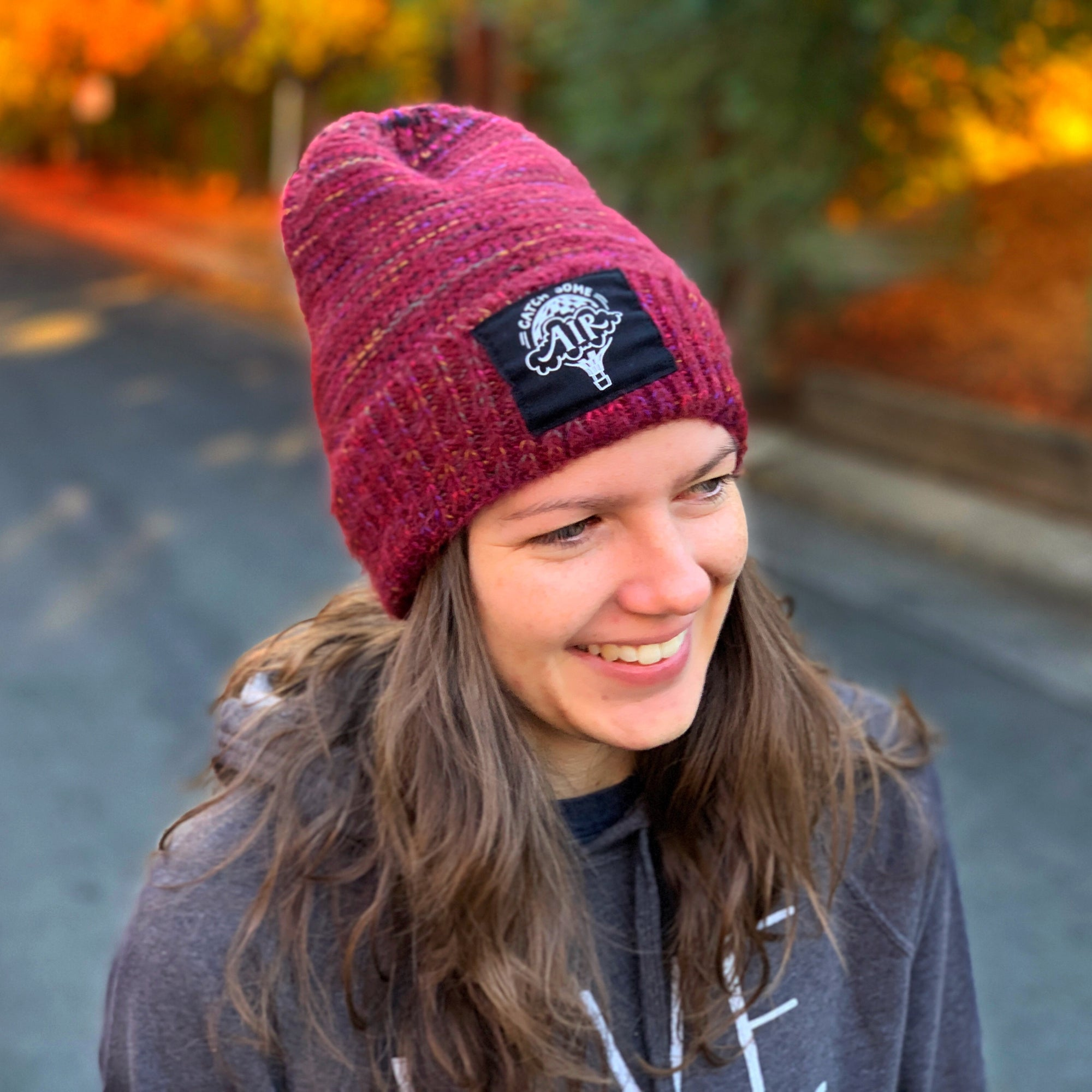 CATCH SOME AIR | beanie - cuffed | speckled/maroon