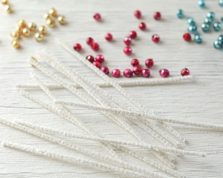 Pipe Cleaner Craft: Retro Christmas Garland Tutorial