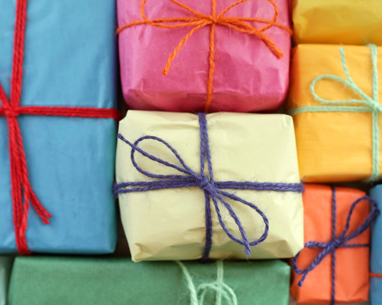 Pippi-Inspired Retro Christmas Gift Wrapping Ideas