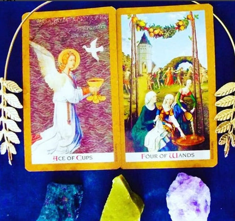 cards, gold, tarot read daily