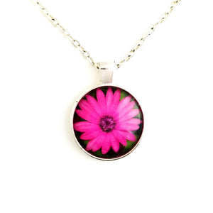 Pink Flower Necklace - L&G Gifts and Goodies