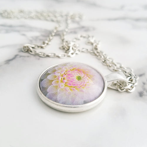 White Flower Necklace - L&G Gifts and Goodies