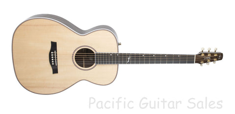 Seagull Artist Studio CH HG Natural EQ High Gloss Concert Hall With TRIC Case
