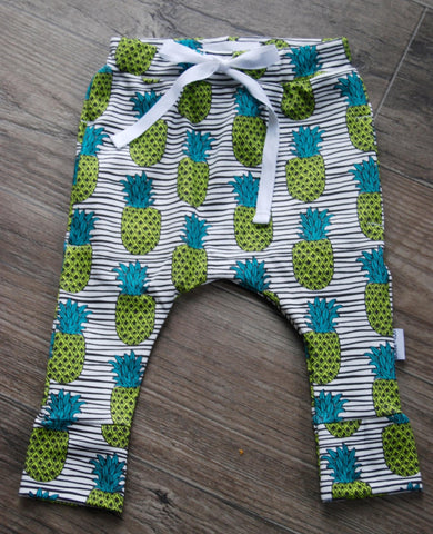 baggy pocket pants in organic pineapples