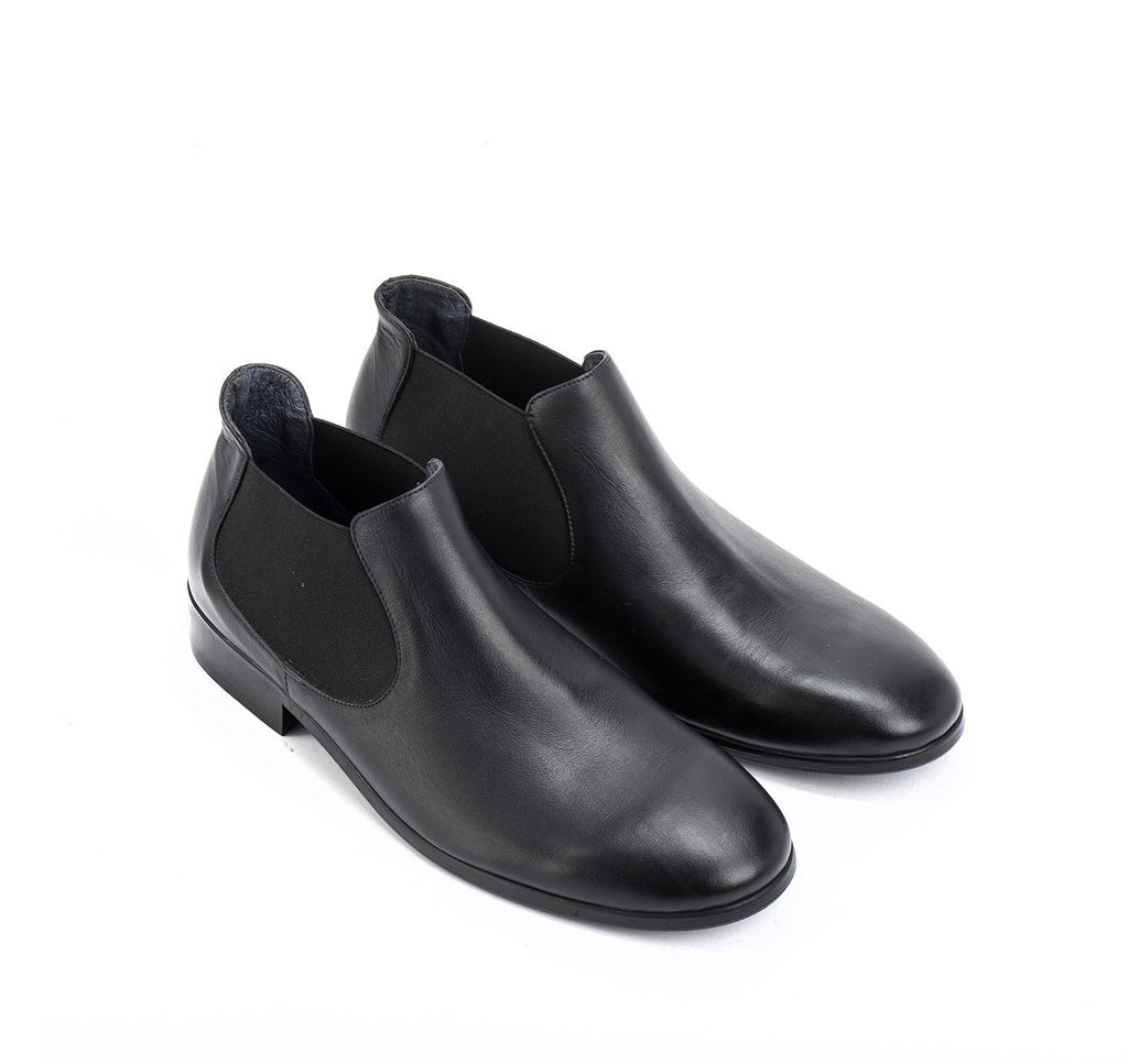 Black calf leather chelsea boots man