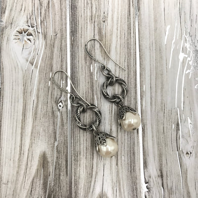 Vintage Flair Pearl Earrings