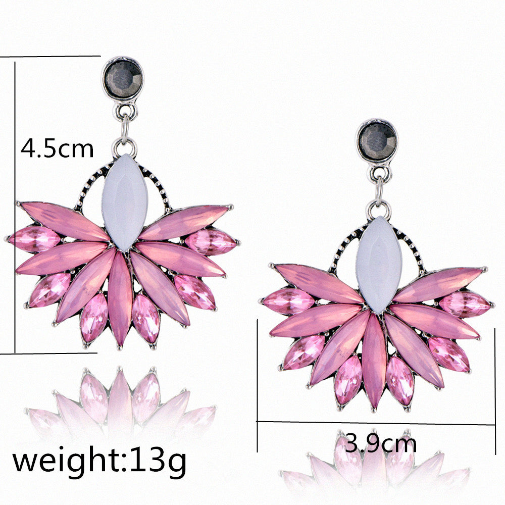 Flower Crystal Earrings - Bean Concept - Etsy
