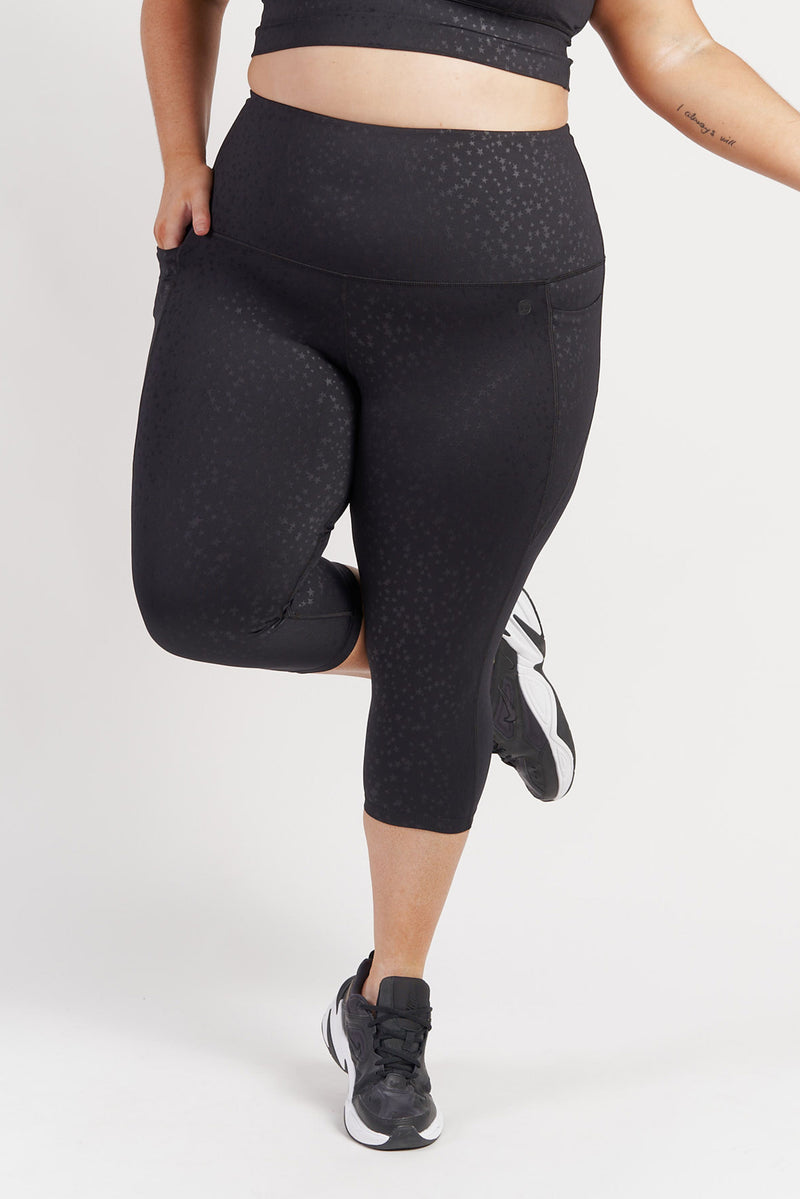 3-4-length-gym-tight-black-star-plussize-front