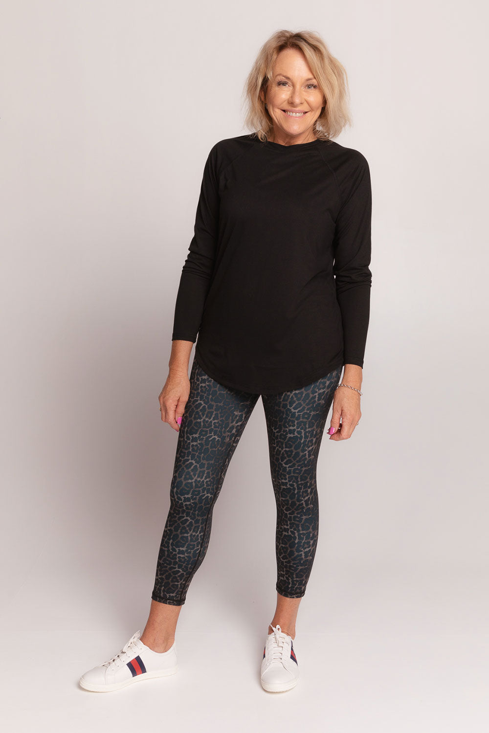 activewear-long-sleeve-performance-top-black-medium-front