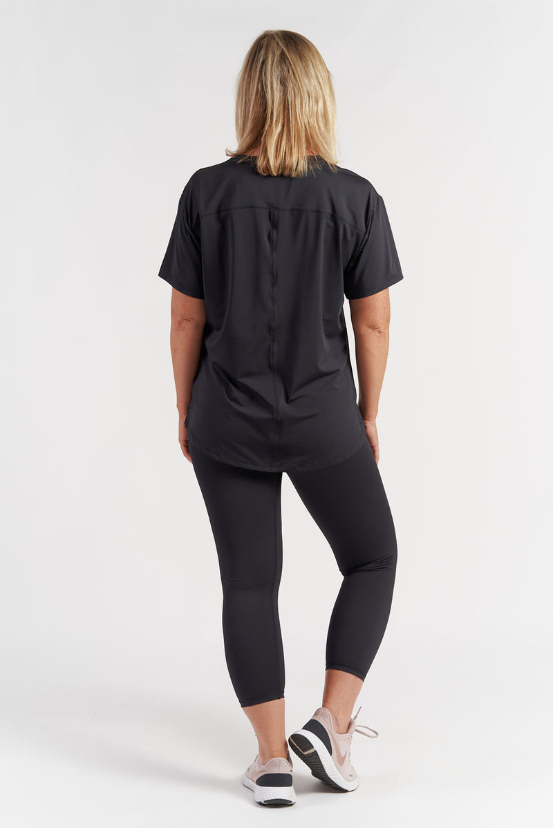 activewear-performance-tee-black-circle-small-back