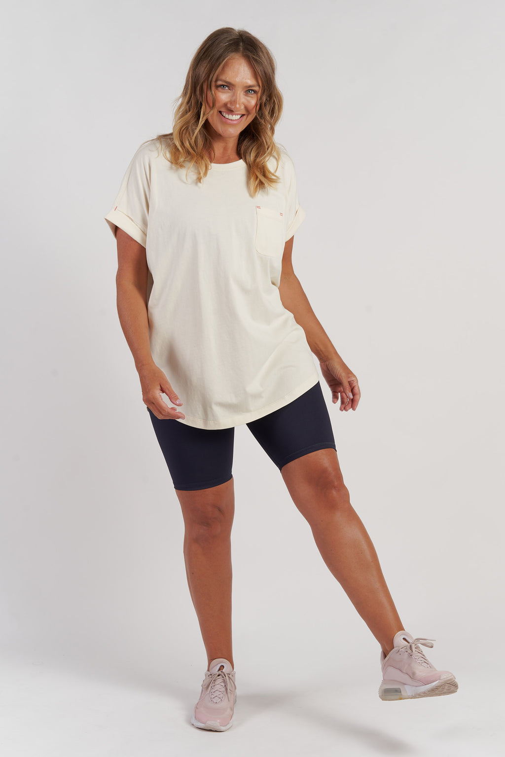 activewear-relaxed-pocket-tee-wintage-white-large-front