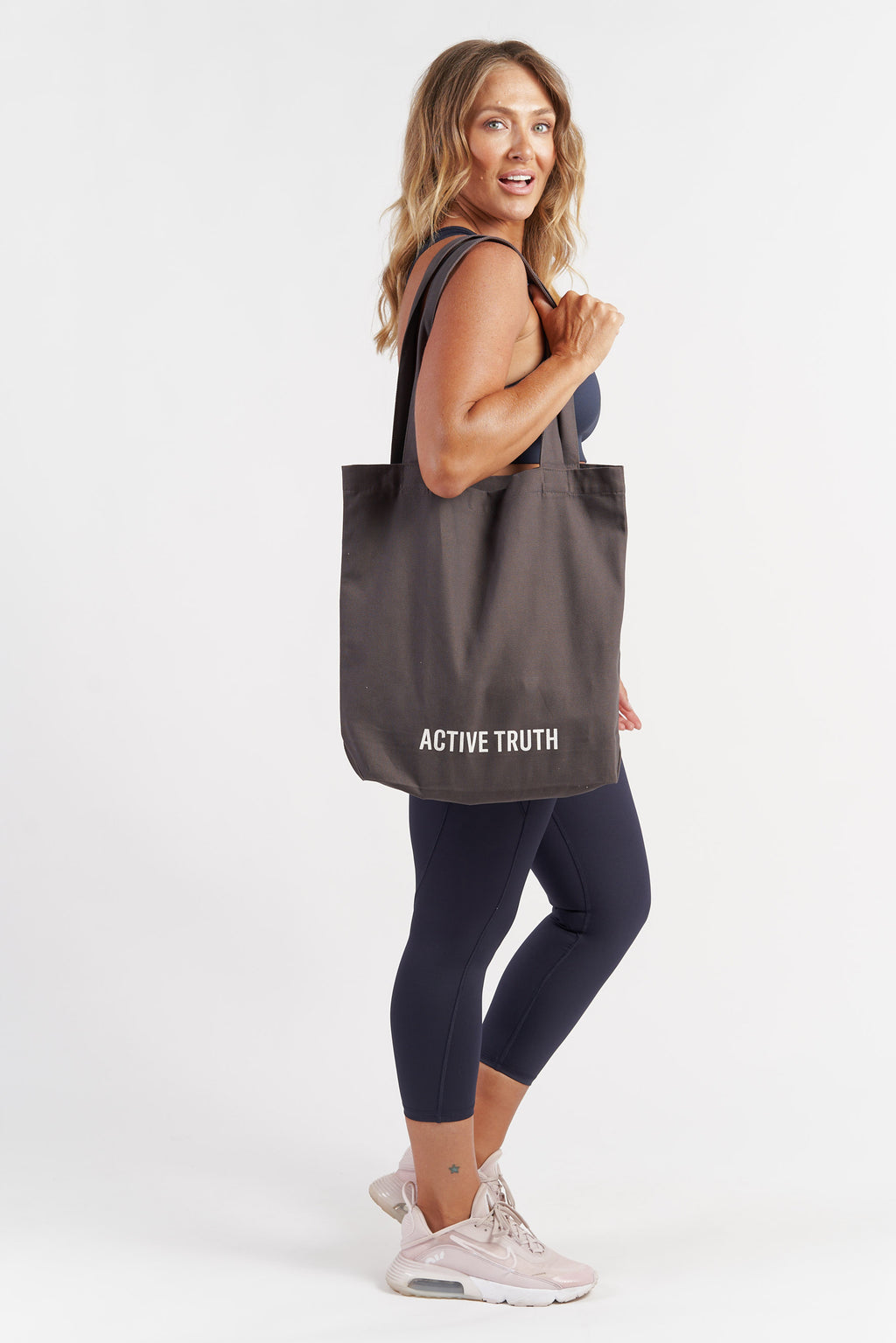 cotton-canvas-tote-bag-charcoal-model2