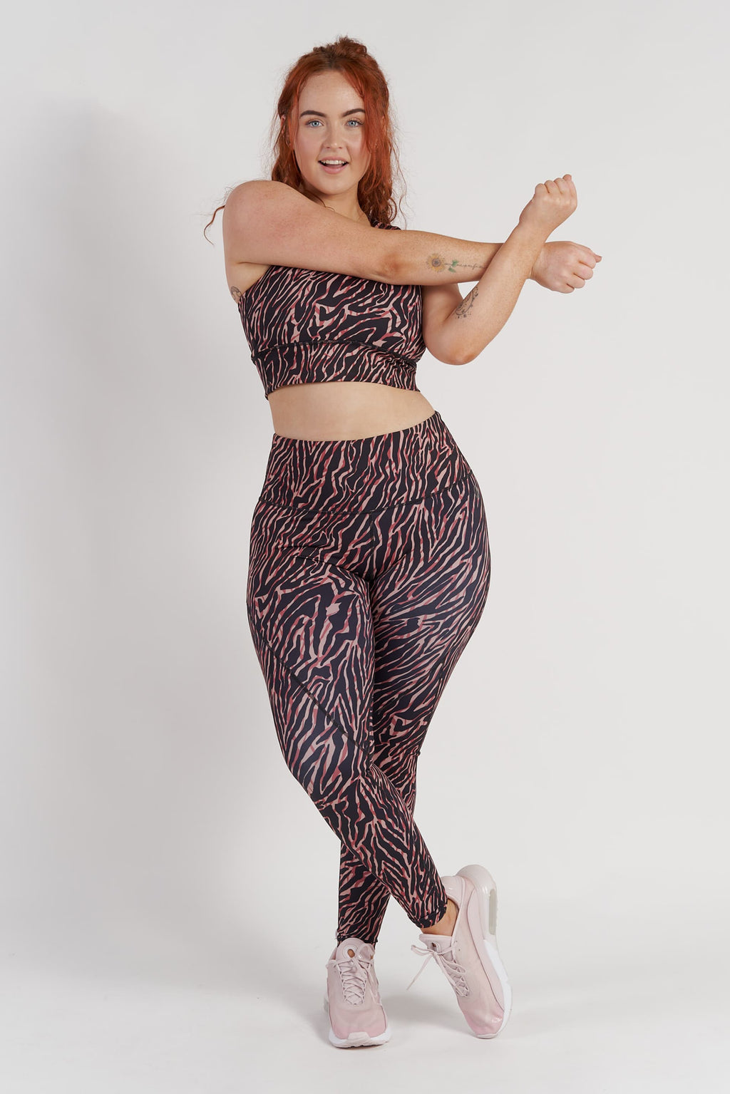 high-waisted-gym-tights-zebra-large-front