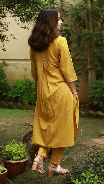 Mandarin collar tunic : Earthy yellow