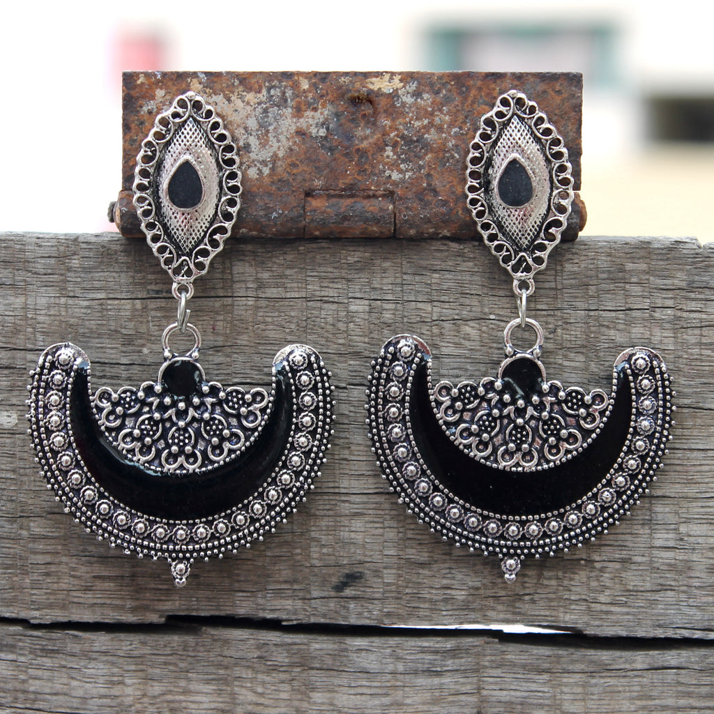 Half moon enamel earring- Black and silver