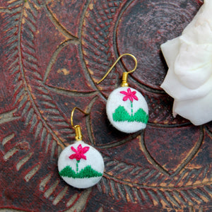 Nature embroidered ear stud