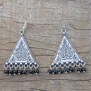 Earring: Floral motif with black pearl