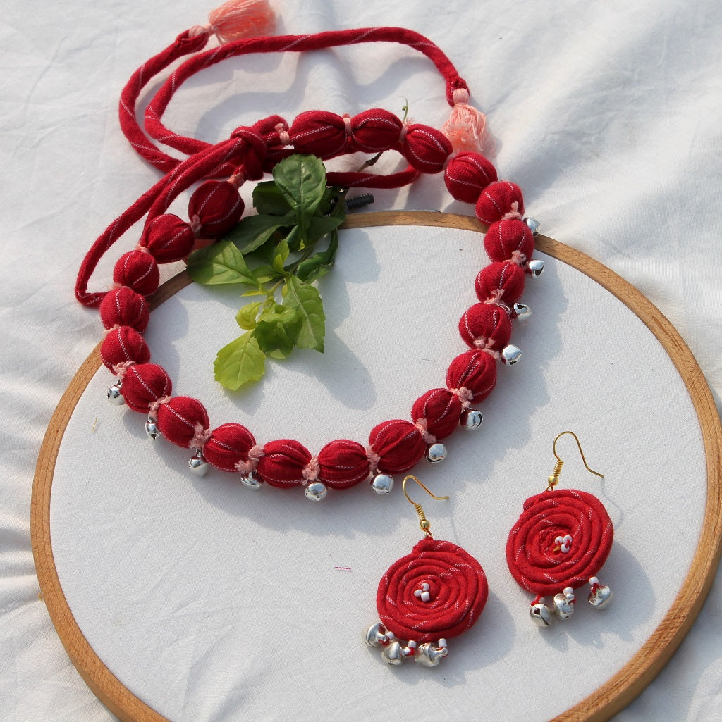 Red bead necklace set