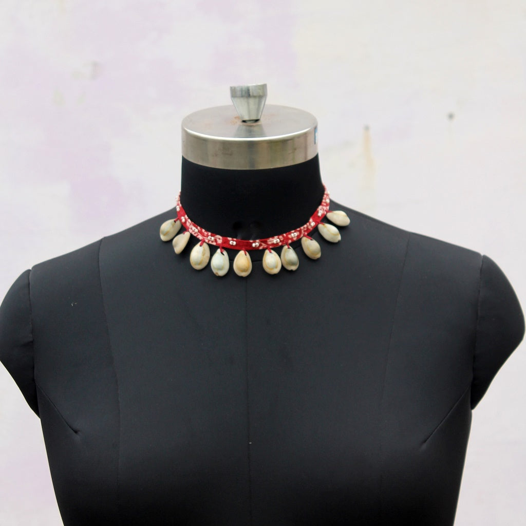 Mehroon shell choker