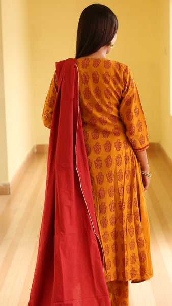 Haldi chandan side gathered bagh print kurta
